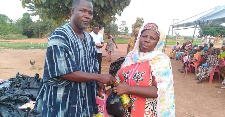 A/R: Bisa Chief of New Jersey donates to over 150 widows at Awrokrom during Eid