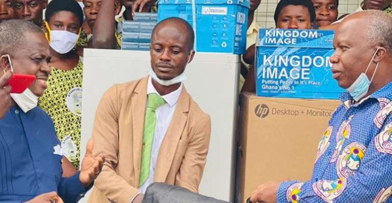 Medical doctor donates to Ayanfuri Senior High School