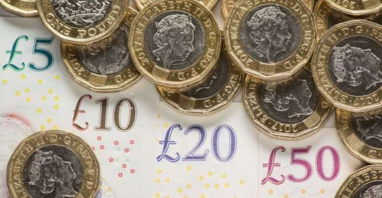 Pound falls lower on no-deal Brexit prospect