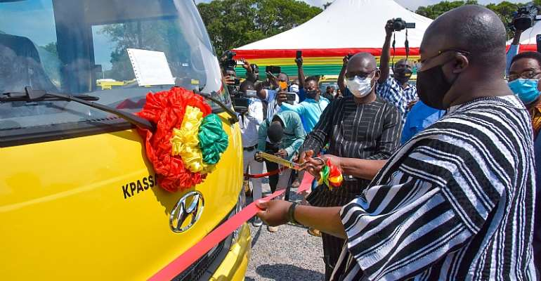 Bawumia Presents Over 100 Buses To Senior High Schools; 250 More To Follow On The Way