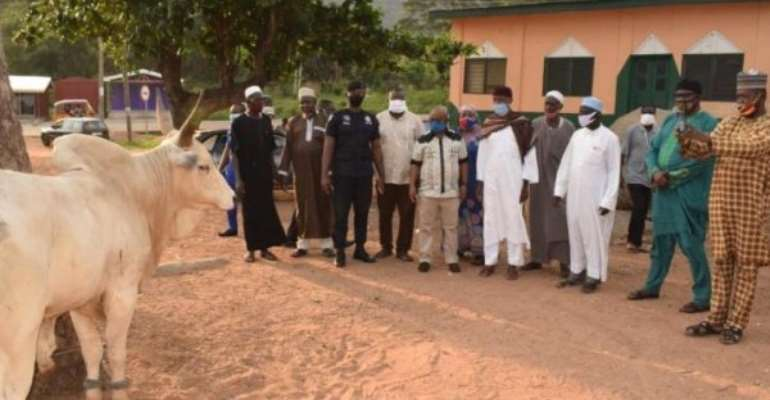 Volta: Bawumia Presents Bull In Support Of Eid-ul-Adha