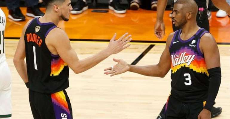 Chris Paul and Devin Booker celebrate for the Phoenix Suns