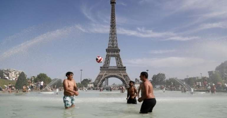 Red alert in 15 French departments: The heat is on, storms a-comin'