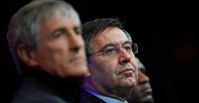 Quique Setien (li.) wird laut Boss Josep Maria Bartomeu weitermachen  Image credit: Getty Images