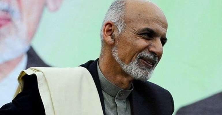 Taliban enter Afghan capital, President and diplomats flee