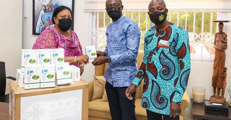 First Lady, Rebecca Akufo-Addo handing over the equipment to Mr. Siaw