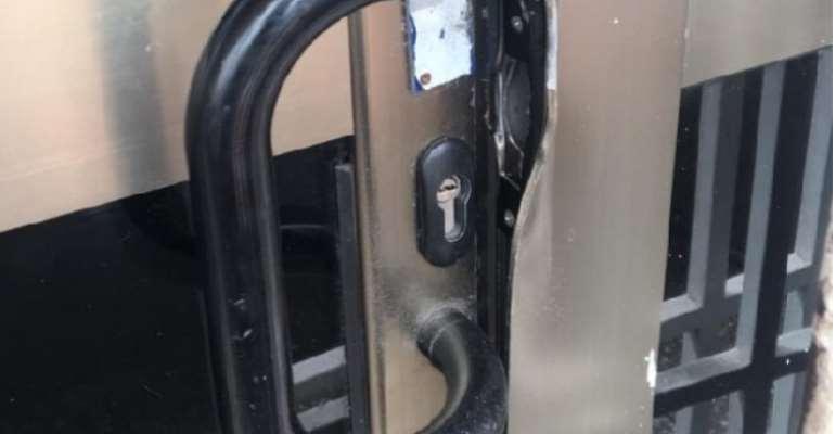 The main door broken