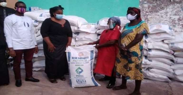 Akropong: Bakers Receive Bags Of Flour From Ama Dokua