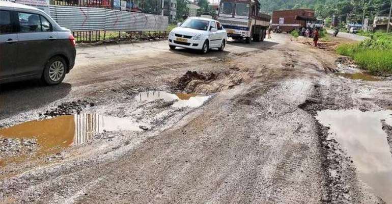 #OFOR Campaign: DCE Vows To Fix Amansie Central Roads By End Of 2019