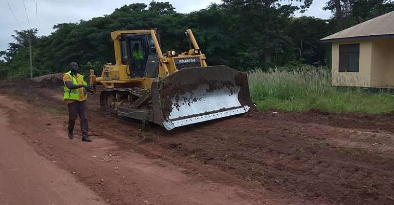 Tain MP Cuts Sod For 21km Road Construction