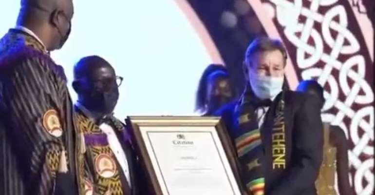 Dave 'Yaw Mensah' Harper receiving his Award