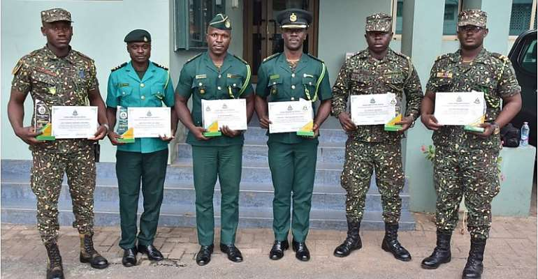 Six Immigration Officers Rewarded For Refusing Bribe