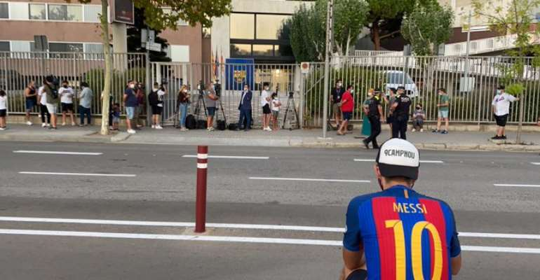 Barcelona Supporters Gather Chanting For Messi To Stay And Call For President Bartomeu's Resignation