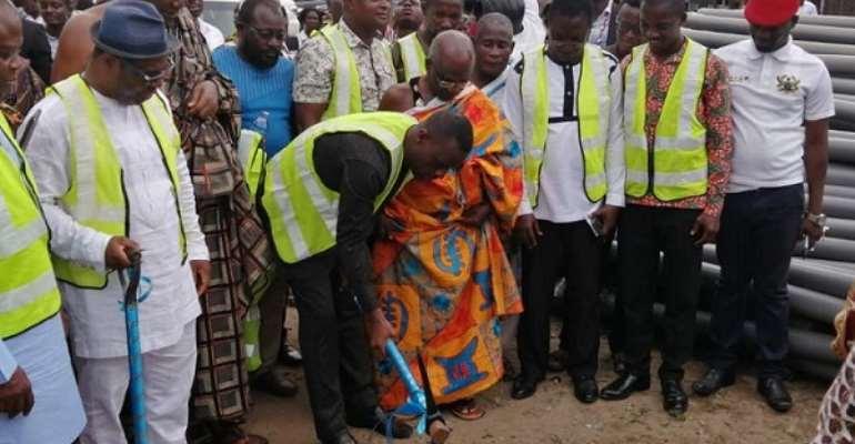 Kwabena Okyere Darko-Mensah performing the sod cutting ceremony