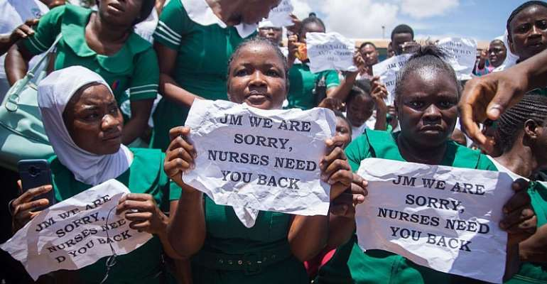 [Photos & Video] We're Sorry, Forgive Us — Nursing Trainees Apologizes To Mahama