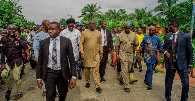 Deputy Governor, Gerald Irona, flanked by Chirman, Oguta LGA Hilary (R) and MD ISOPADEC Anthony Okwuosha (L) and ubilant members of Orsu Obodo community during the inspection
