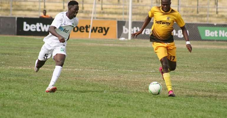 Appiah Maccarthy in action for Ashanti Gold SC against Dreams FC