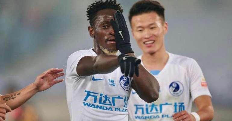 Ghana striker Emmanuel Boateng scores for Dalian Pro in 3-1 win against Tianjin