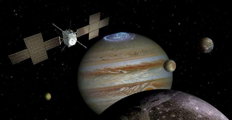 © Spacecraft: ESA/ATG medialab; Jupiter: NASA/ESA/J. Nichols (University of Leicester); Ganymede: NASA/JPL; Io: NASA/JPL/University of Arizona; Callisto and Europa: NASA/JPL/DLR