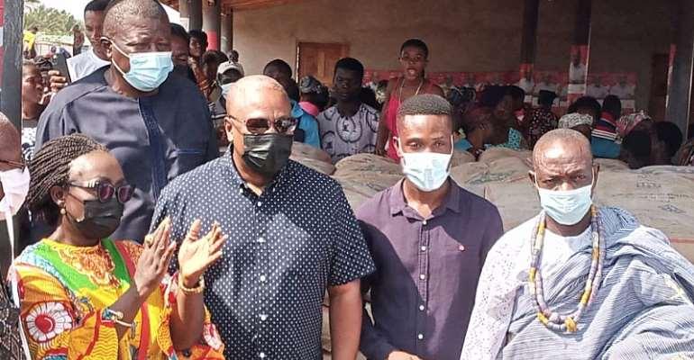 Ketu South: Mahama supports tidal wave victims at Agavedzi