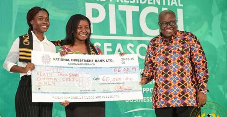 President Nana Akufo-Addo presenting the cheque to the winners