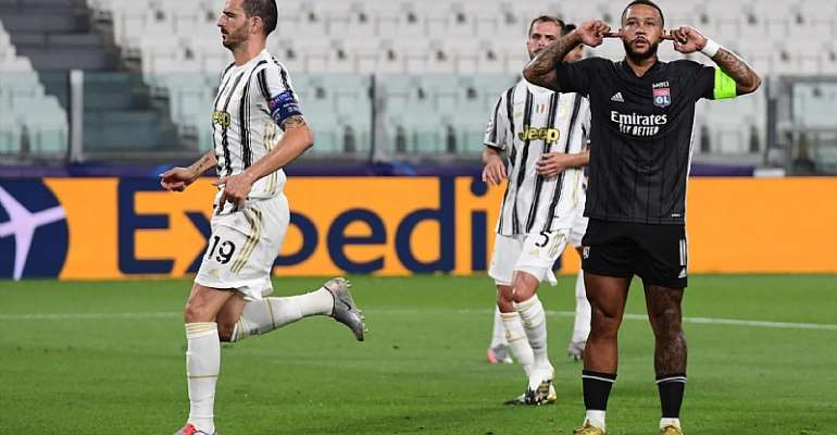 Lyon's Dutch forward Memphis Depay (R) celebrates scoring his team's first goal during the UEFA Champions League round of 16 second leg football match between Juventus and Olympique Lyonnais (OL), played behind closed doors due to the spread of the COVID-  Image credit: Getty Images