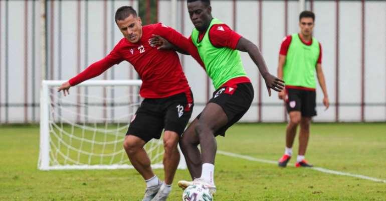 Edwin Gyasi trains with Samsunspor teammates