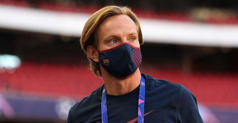 IVAN RAKITIC OF FC BARCELONA LOOKS ON DURING A PITCH INSPECTION PRIOR TO THE UEFA CHAMPIONS LEAGUE QUARTER FINAL MATCH BETWEEN BARCELONA AND BAYERN MUNICH AT ESTADIO DO SPORT LISBOA E BENFICA ON AUGUST 14, 2020 IN LISBON, PORTUGAL  IMAGE CREDIT: GETTY IMAGES