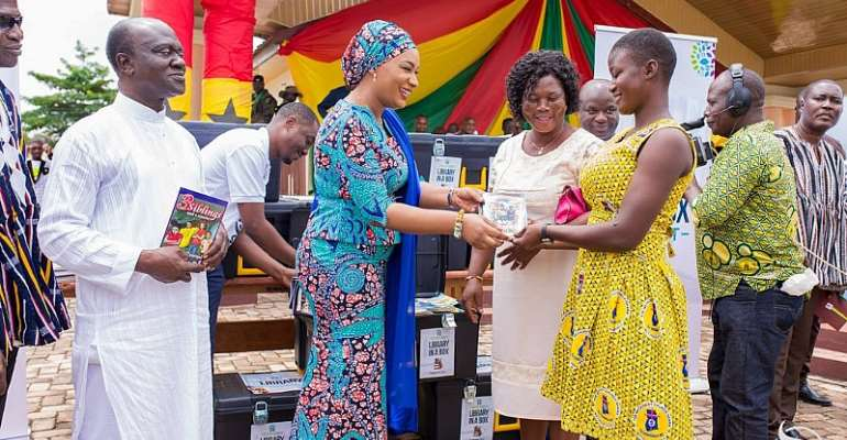 Second Lady Samira donates books on Int'l Literacy Day