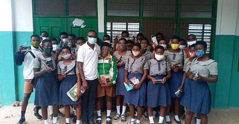 Circuit Supervisor Donates Stationery To Pupils