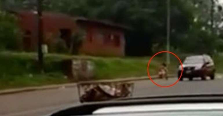 Woman tries to win boyfriend back by stripping naked in street