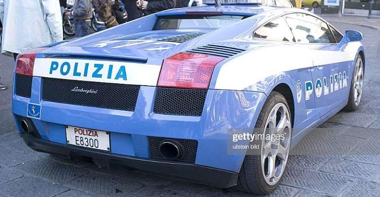 Italian police car: Three migrants were detained in a reception camp in Messina