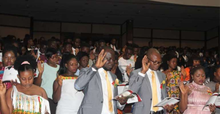 The graduates taking the induction oath