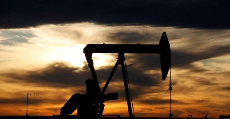 Oil Rises To $46 On US Inventory Drop, Economy Hopes