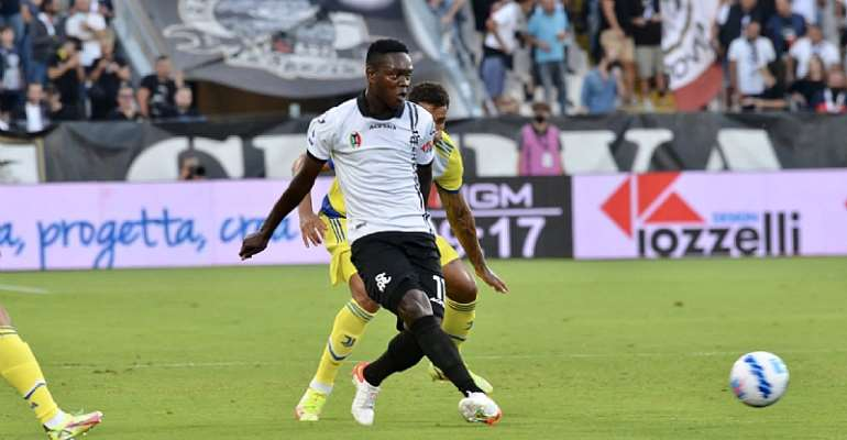 Ghana winger Emmanuel Gyasi scores with a stunning effort in Spezia's narrow defeat to Juventus