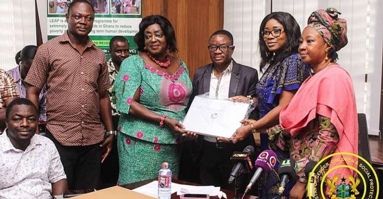 Gender Ministry Presents 206 HP laptops To Social Workers Of Leap Programme