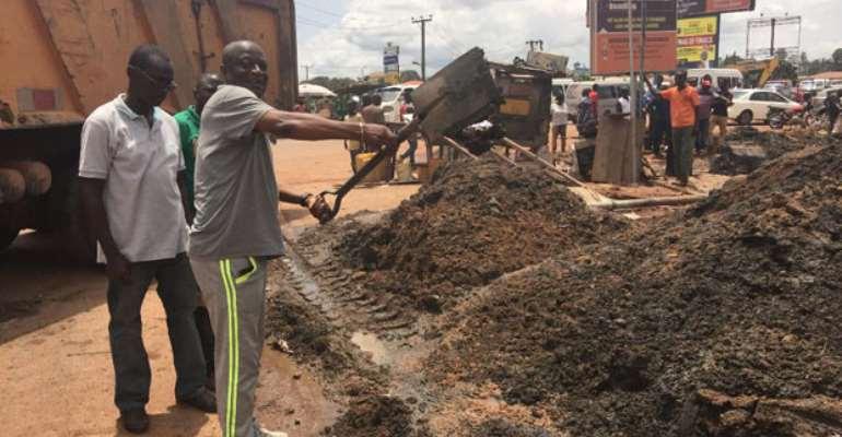 Akwanuassah Gyimahclearing garbage at High School Junction