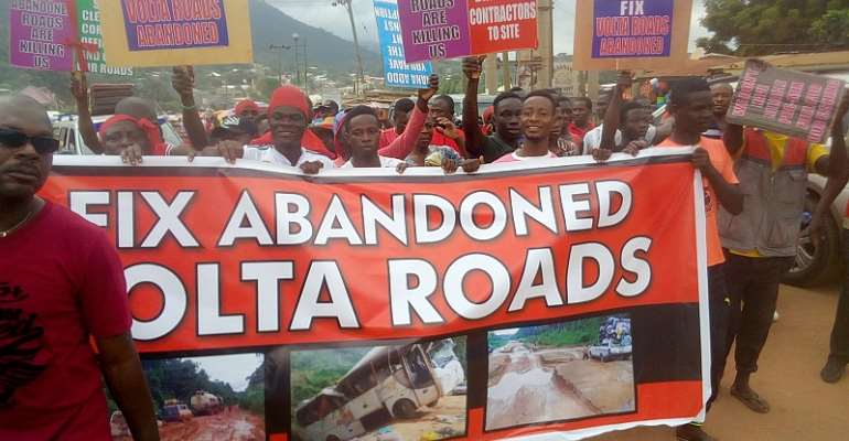 V/R: Group Goes Red; Hits Street Over Bad Roads [Photos]