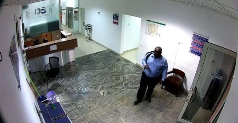 BOST CCTV Cameras caught thief stealing laptops