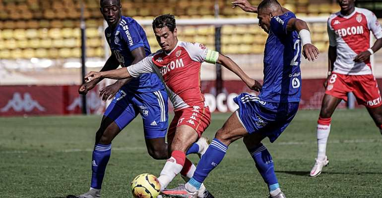 Alexander Djiku in action against AS Monaco today. Photo credit/RC Strasbourg