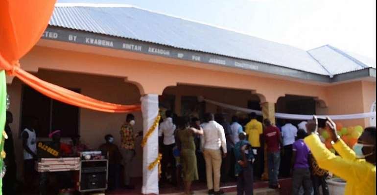 Mintah Akandoh handover CHPS Compound to Hwemeha