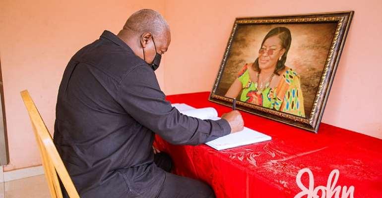Mahama signs Ama Benyiwa Doe's book of condolence