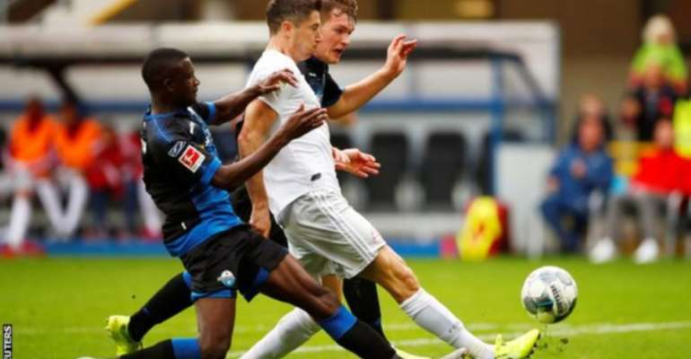 Bayern Munich Go Top After Edging To Victory Against Paderborn