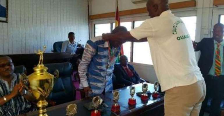 National Handball team present medals to Sports Minister