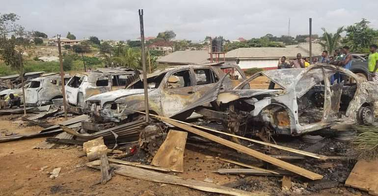 Kumasi: Range Rover, 10 Other Luxury Cars Burnt To Ashes At Mechanic Shop
