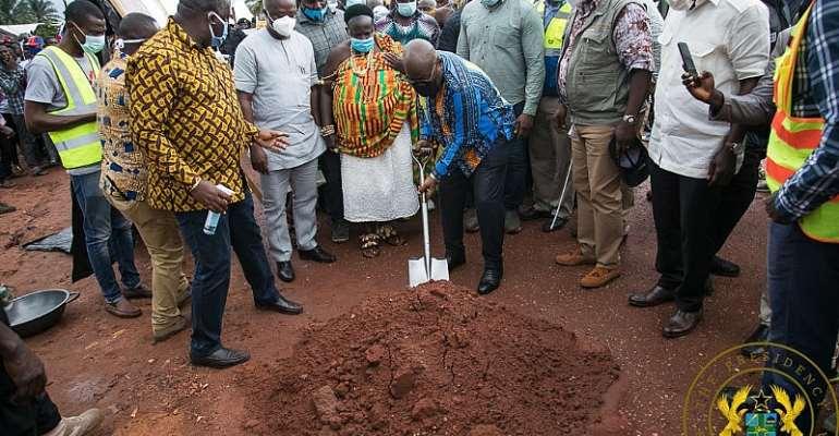Akufo-Addo Cuts Sod For Tuobodom Town Roads