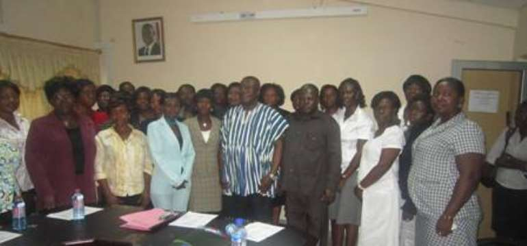 Minister urges professional secretaries to be united