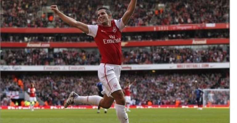PSG join elite clubs for Van Persie's signature