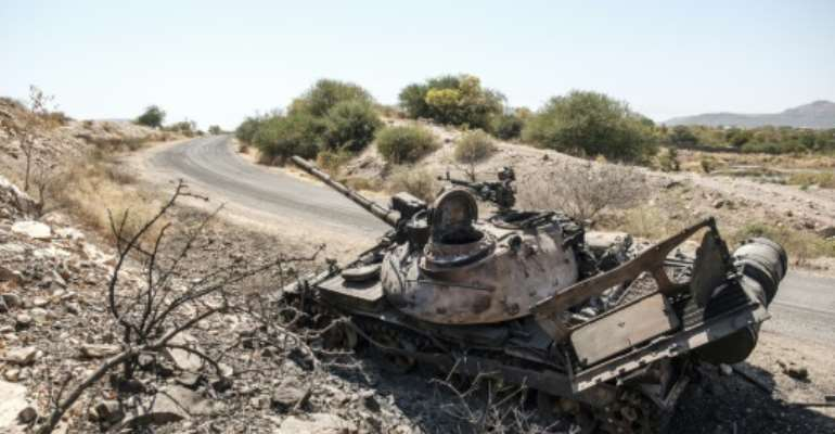 A damaged tank stands abandoned on a road near the Tigrayan city of Humera.  By EDUARDO SOTERAS (AFP)
