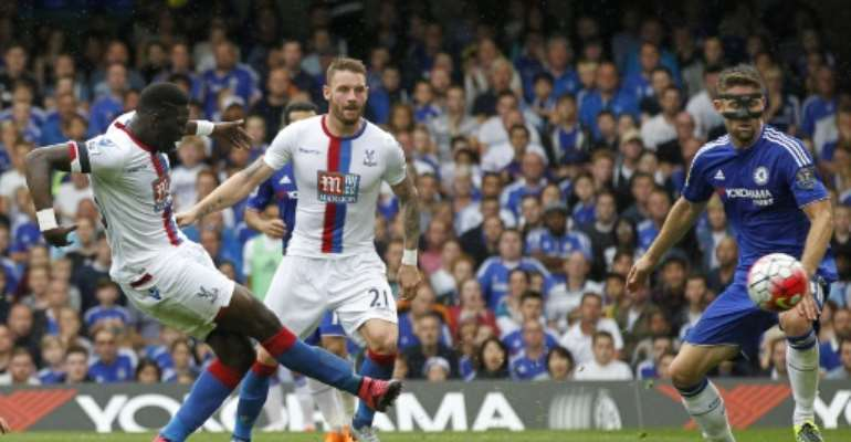 Crystal Palace's Bakary Sako (L) scores against Chelsea at Stamford Bridge in London on August 29, 2015.  By Ian Kington (AFP/File)